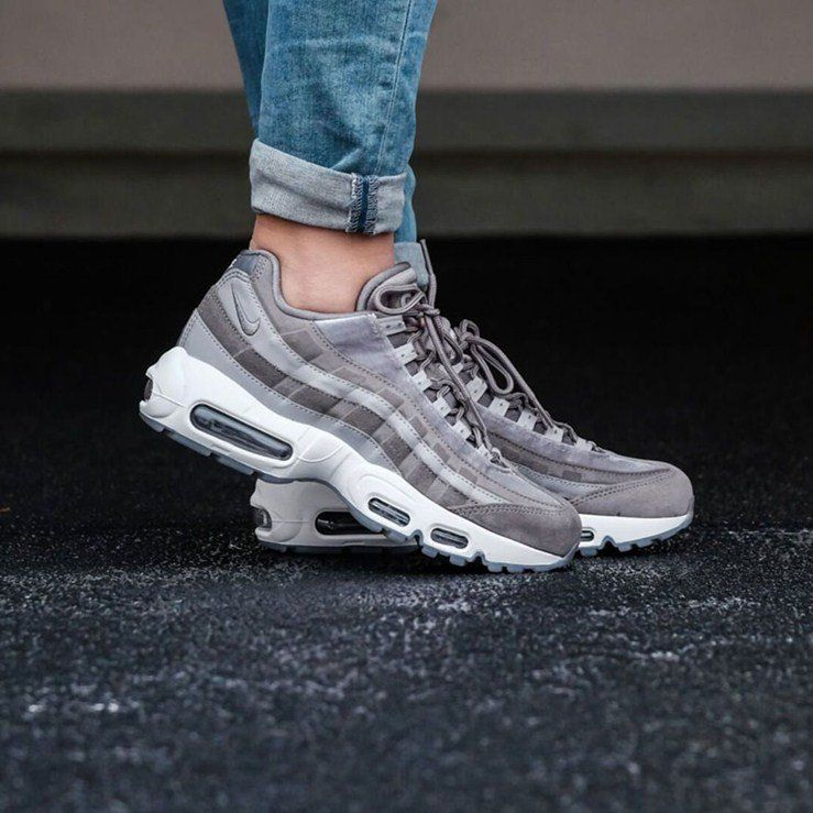 Nike Air Max 95 LX Women's Sneakers Review | Nike Sneakers