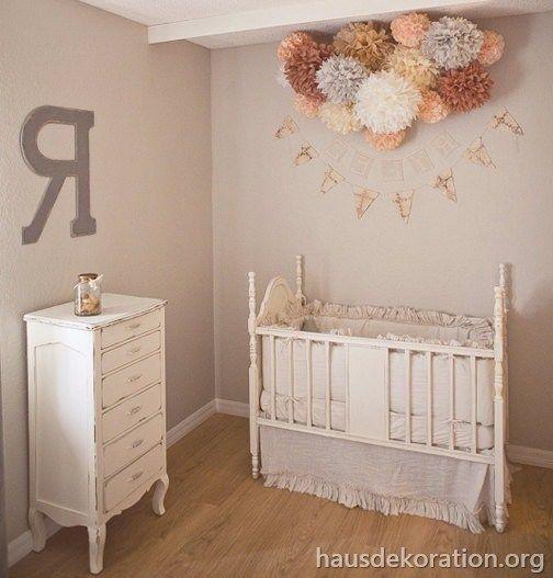 2013/02/babyzimmer,dekorieren,zartrosa,ecru,pompoms,shabby,chic