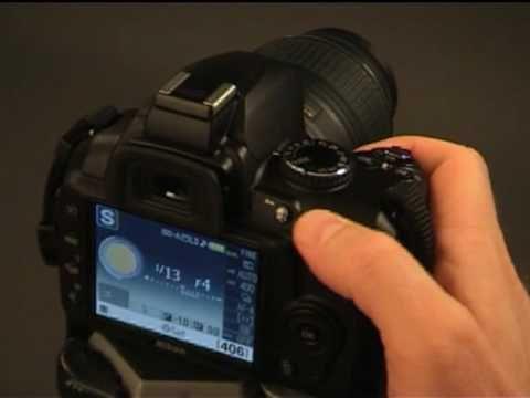 Nikon D3000 Aperture Priority Explained - YouTube