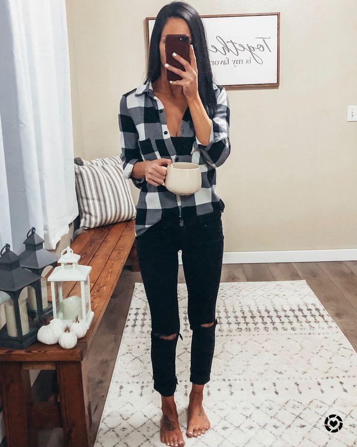 Chelle Does What Black skinny distressed jeans plaid shirt flannel shirt white g…