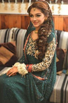 Side Swept Hairstyles For Henna Party