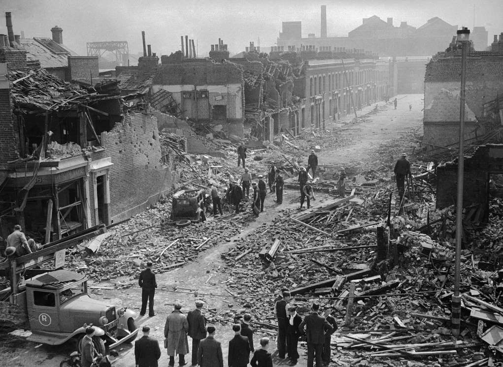 8 September 2016	TODAY IN HISTORY [¶] 1940 - London Air Raid - Air Raid Precaution workers in East London which suffered heavy damages in a Nazi raid on Septemer 8.    © AP Photo