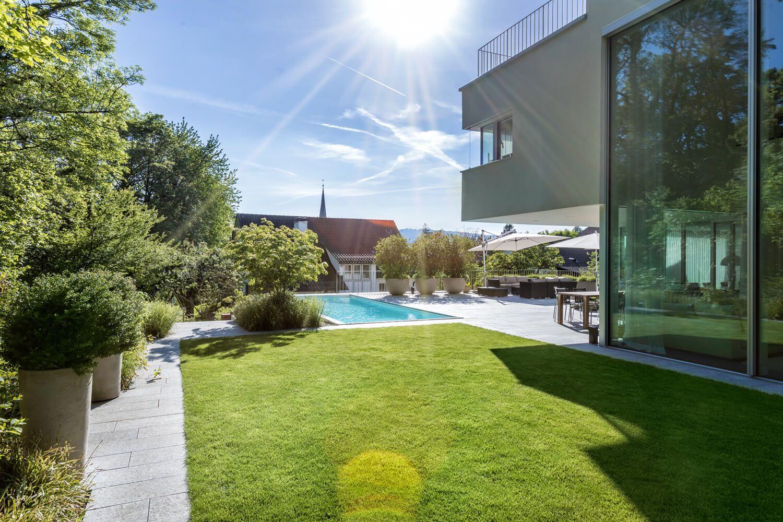 Garten mit natürlichem Swimming-Pool - Gartengestaltung   Moderne ...