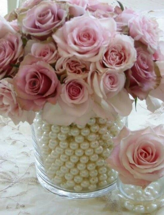 Pearls in vase. Table setting idea.