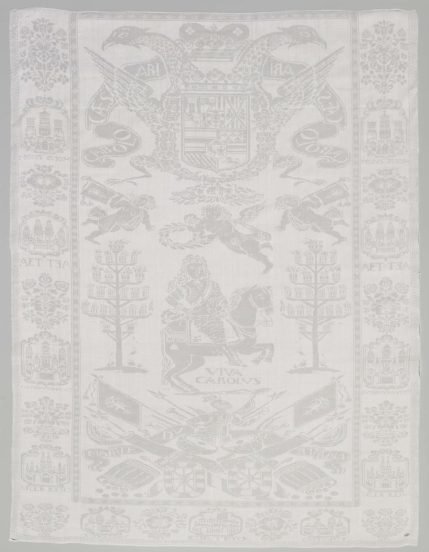 Anonymous | Servet, geweven ter herinnering aan de troonsbestijging van aartshertog Karel van Oostenrijk als keizer van het Heilig Roomse Rijk in 1711, Anonymous, in or after 1711 | Servet van linnen, met opschrift CAROLO CAESARI, geweven ter herinnering van de troonsbestijging van aartshertog Karel van Oostenrijk, als keizer Karel VI, keizer van het Heilig Roomse Rijk in 1711.