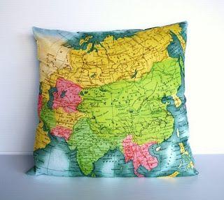 Me encantan estos almohadones que aparte de darle colorido a tu sala o habitación, te permiten planear y ubicar tu próximo destino :-)