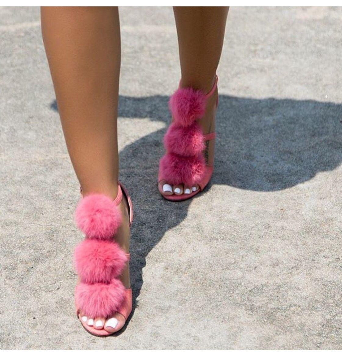 Sneaky Feet : Photo