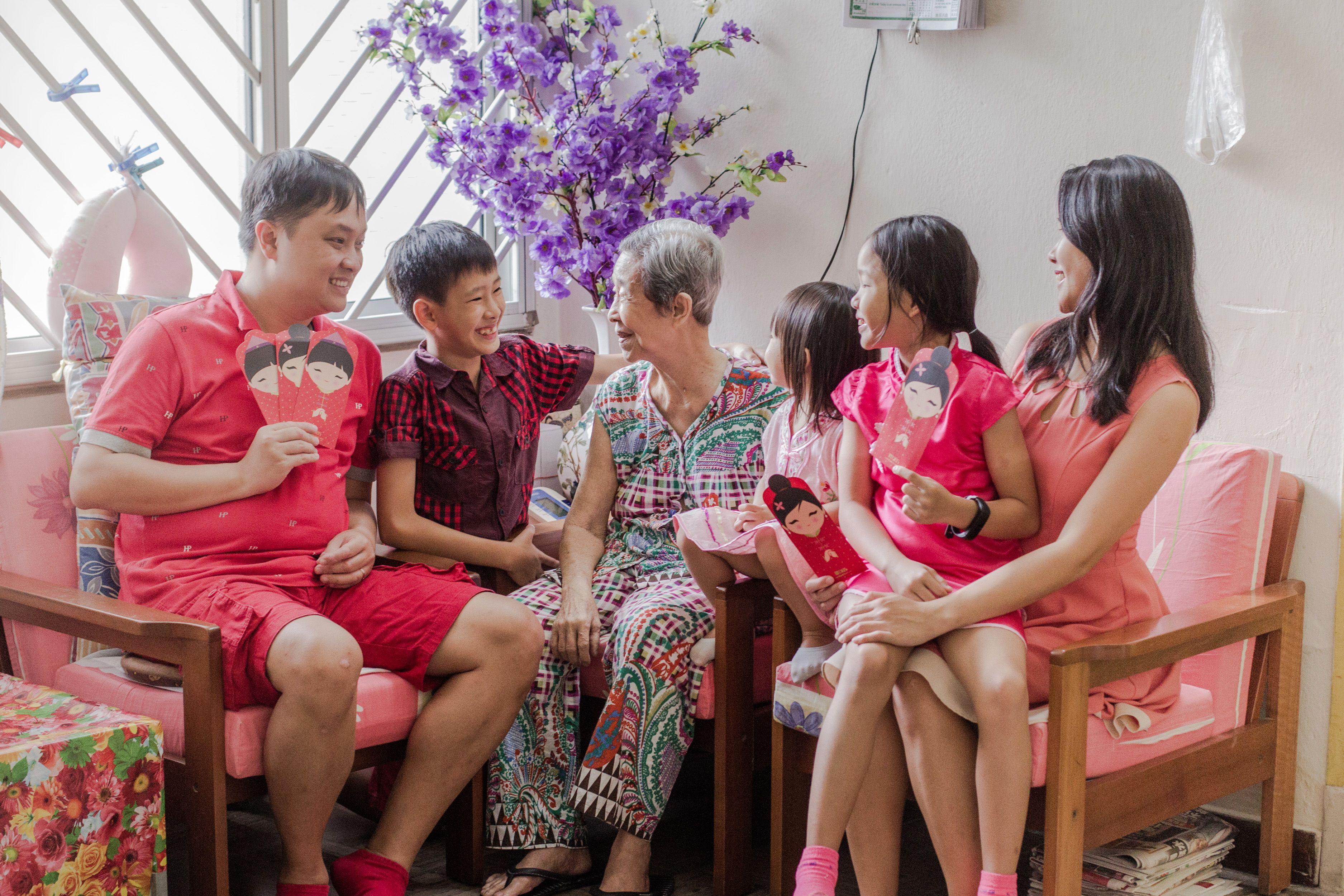 Celebrating chinese new year family new year photoshoot