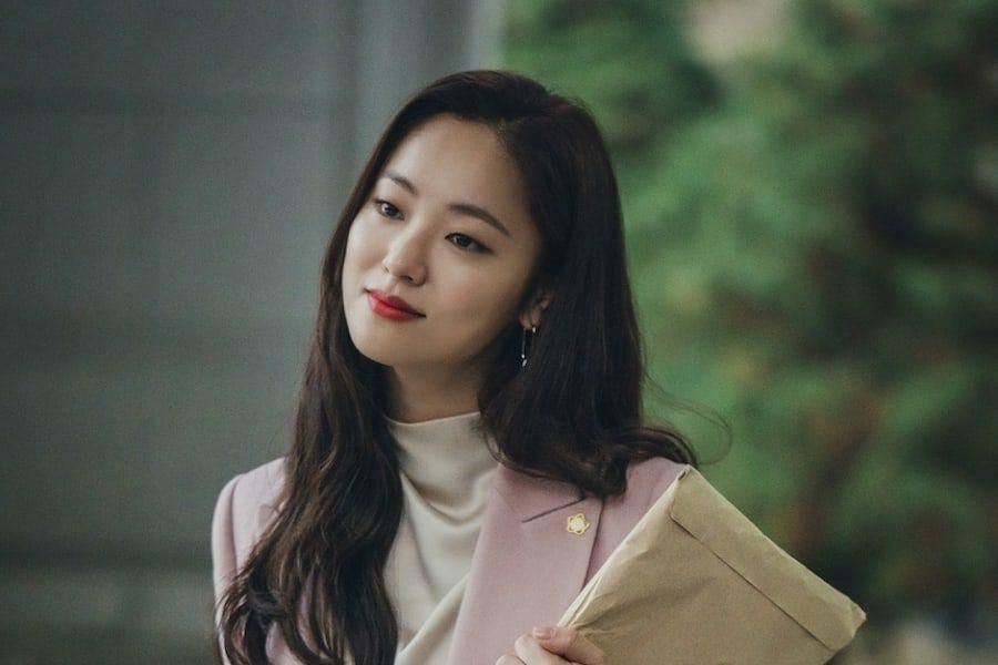"""Jeon Yeo Bin Is A Competitive And Cutthroat Lawyer In Upcoming tvN Drama """"Vincenzo"""""""