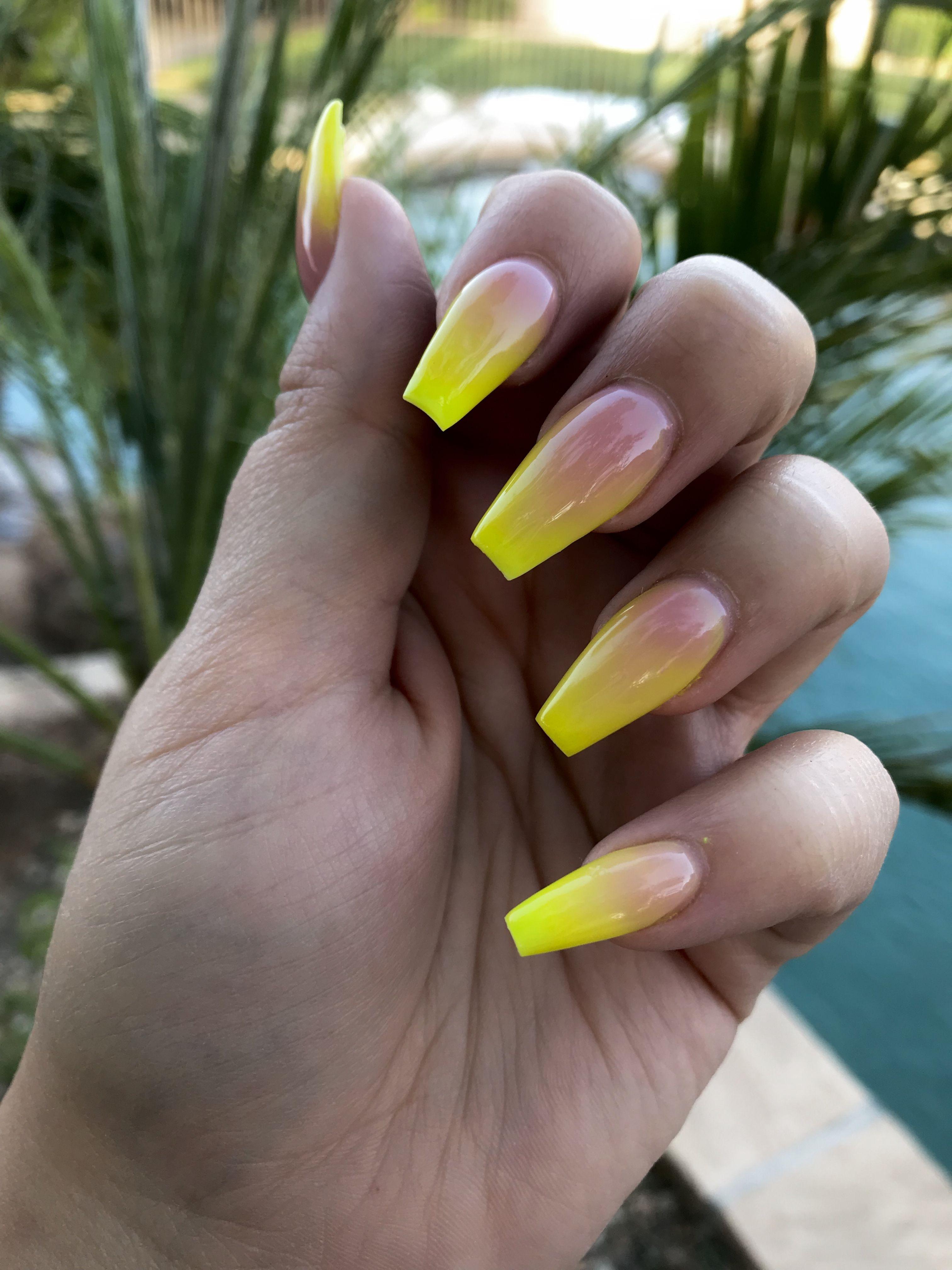 Yellow ombré acrylic nails