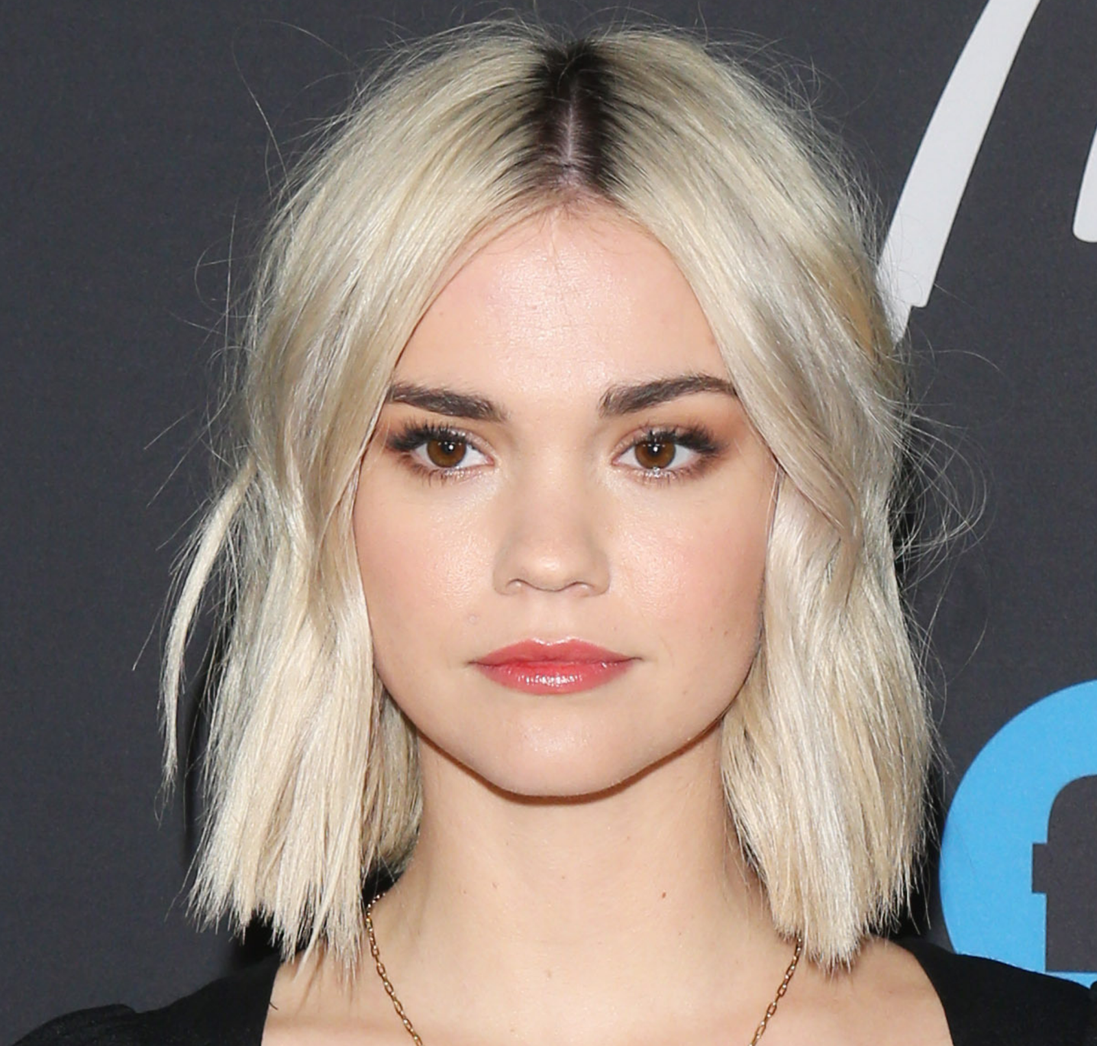 14 Fresh Hair Looks For Each Skin Tone In 2020 Blonde Hair Brown Eyes Blonde Hair Dark Eyebrows Blonde Hair With Roots