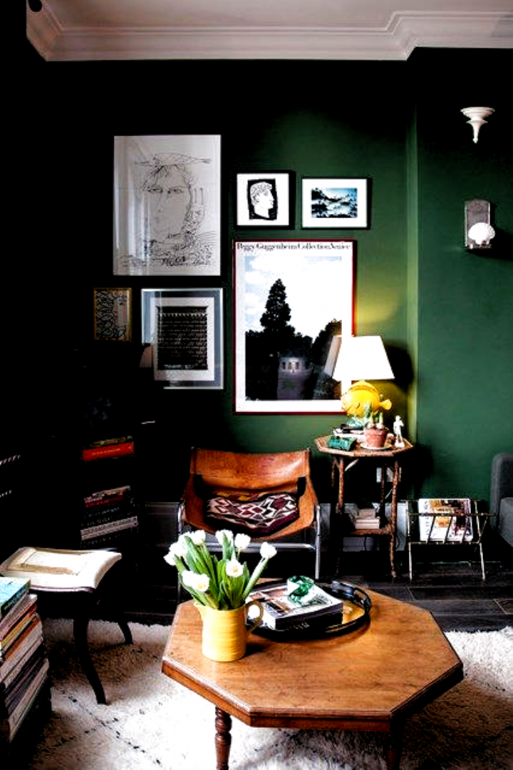 Forest Green Sitting Room In Living Room Ideas Forest Green Sitting Room With Gallery Wall Retro Wooden Wohnraumgestaltung Wanddekoration Wohnzimmer Wohnraum