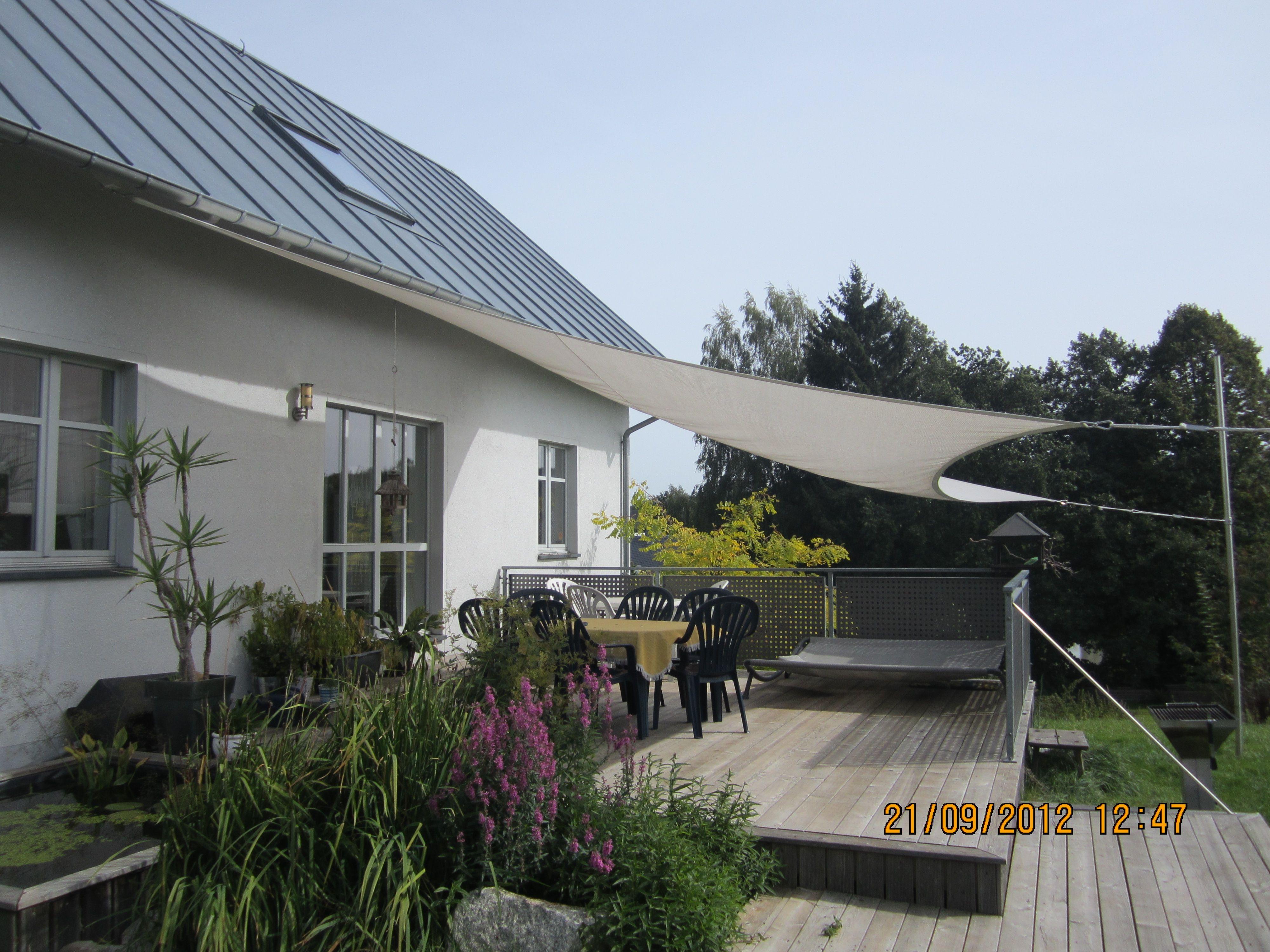 Solar Terrasse in geselliger runde den sommer im freien genießen auf der