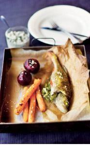 Purjotäytteinen kala ja uunijuurekset