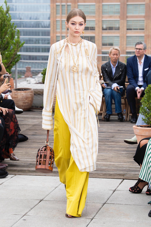 ab5403120630 Oscar de la Renta Spring 2019 Ready-to-Wear Fashion Show Collection: See  the complete Oscar de la Renta Spring 2019 Ready-to-Wear collection. Look 25