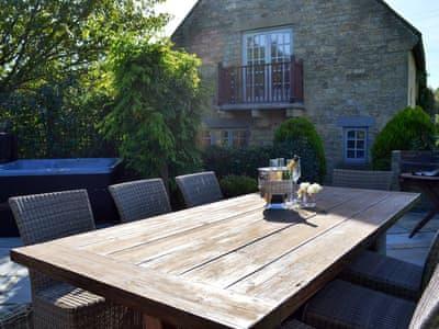 Photo of salon de jardin et bain à remous | Chapel Lodge – Sands Farm Cottages, Wilton près de P …