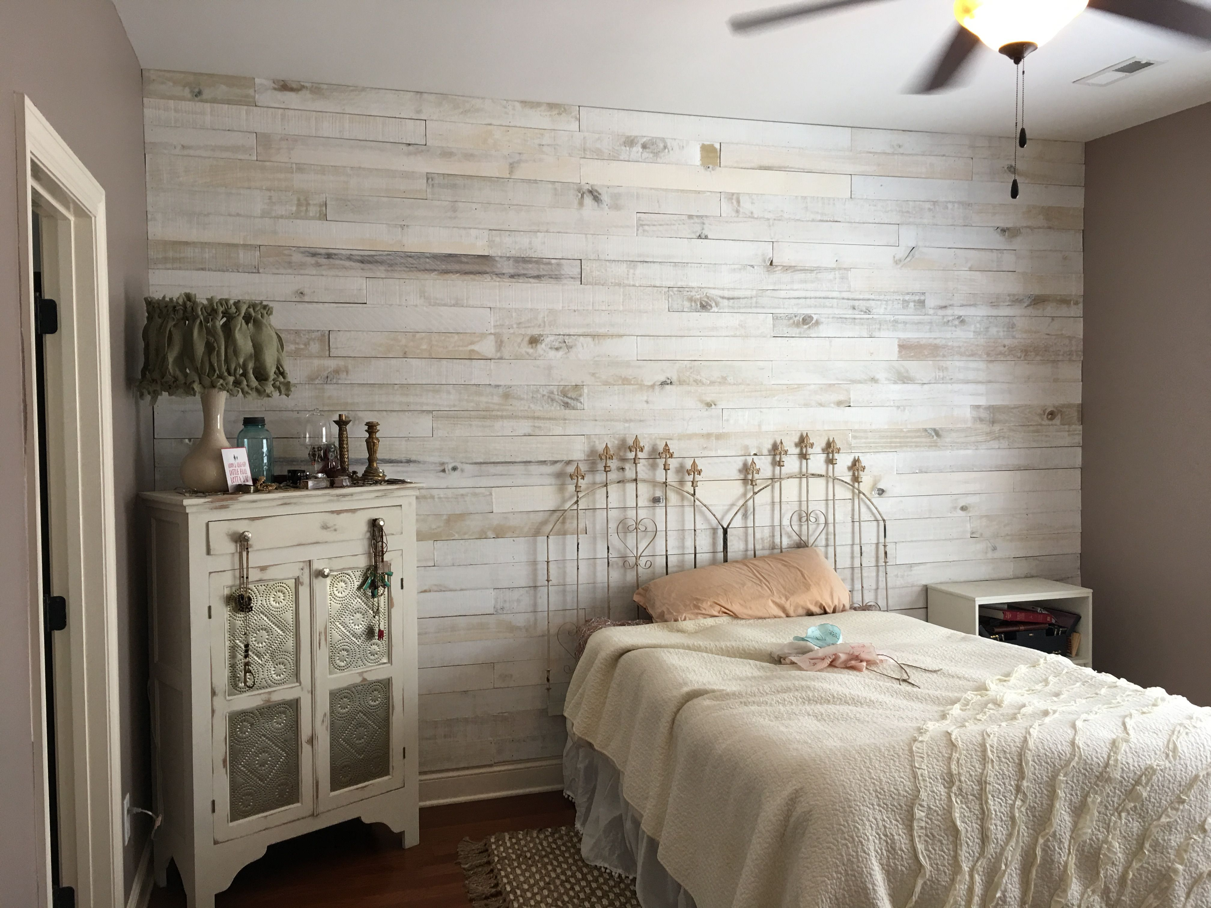 Master bedroom wall decor diy   Various Accent Wall Ideas Gallery for Your Sweet Home