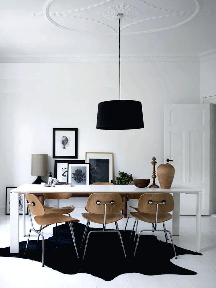 Neutrale Farben und Vintage Holzstühle bestimmen das skandinavische ...