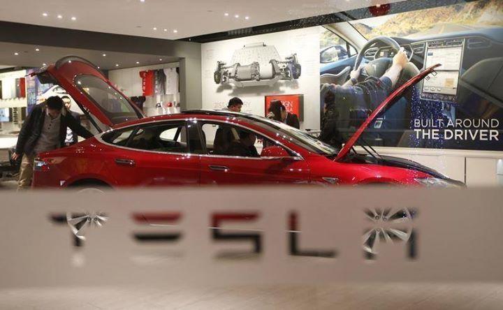 رغم أسعار الوقود المنخفضة تيسلا تسعى لإدخال السيارات الكهربائية الى السعودية Reuters رغم أسعار الوقود المنخفضة تيسل Tesla Motors Tesla Tesla Motors Model S