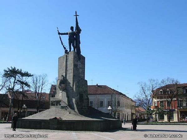 Spomenik U Centru Kraljeva War Memorial In Centre Of Kraljevo