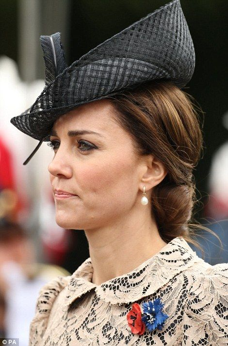 She completed her look with a chic black hat...