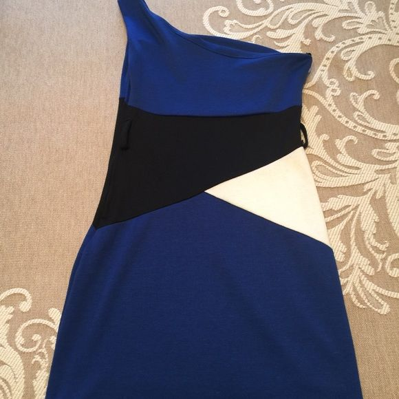 Pretty one shoulder dress. Pretty one shoulder dress. Excellent for dates and cocktails. It doesn't include a belt. Used a few times. Good condition. It fits size S. Dresses Mini