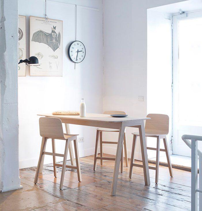 A breakfast around Heldu stools and table?  #alkifurniture #madeineh #oak #wood #furniture #chair #table #iratzokilizaso #design #home #interior #contemporary #handmade #instahome #interiordesign #decor #archiproducts #instadesign #restaurantdesign #inspiration #interiorlovers #interiores #deco #homedesign #homesweethome #basquecountry #euskalherria #furnituredesign by alki_furniture http://discoverdmci.com