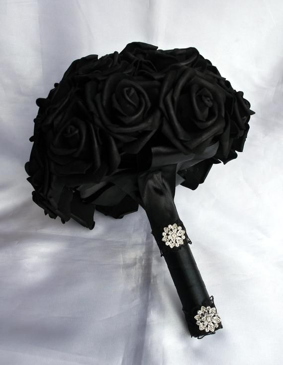 Gothic Brides bouquet, Black Rose Bouquet, Black Gothic Bouquet, Brides Black Wedding flower Bouquet, Bridal Black hand bouquet #flowerbouquetwedding