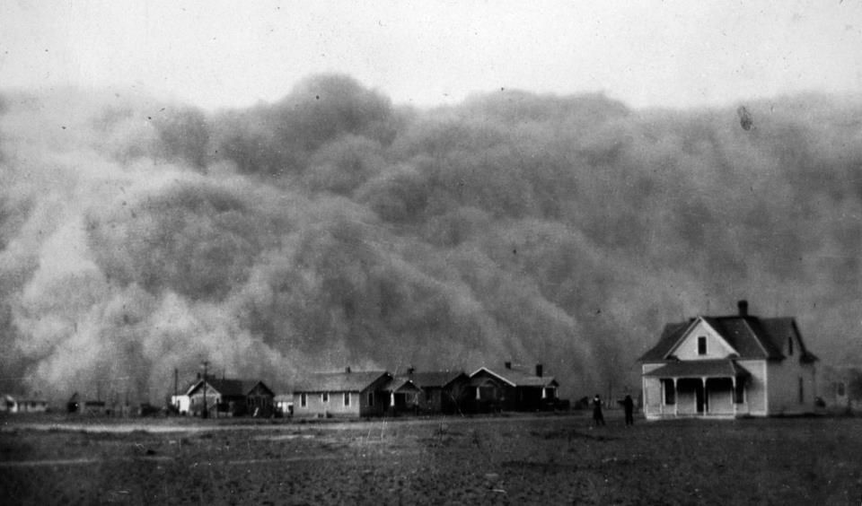 A dust storm approaches Stratford, Texas, April 18, 1935
