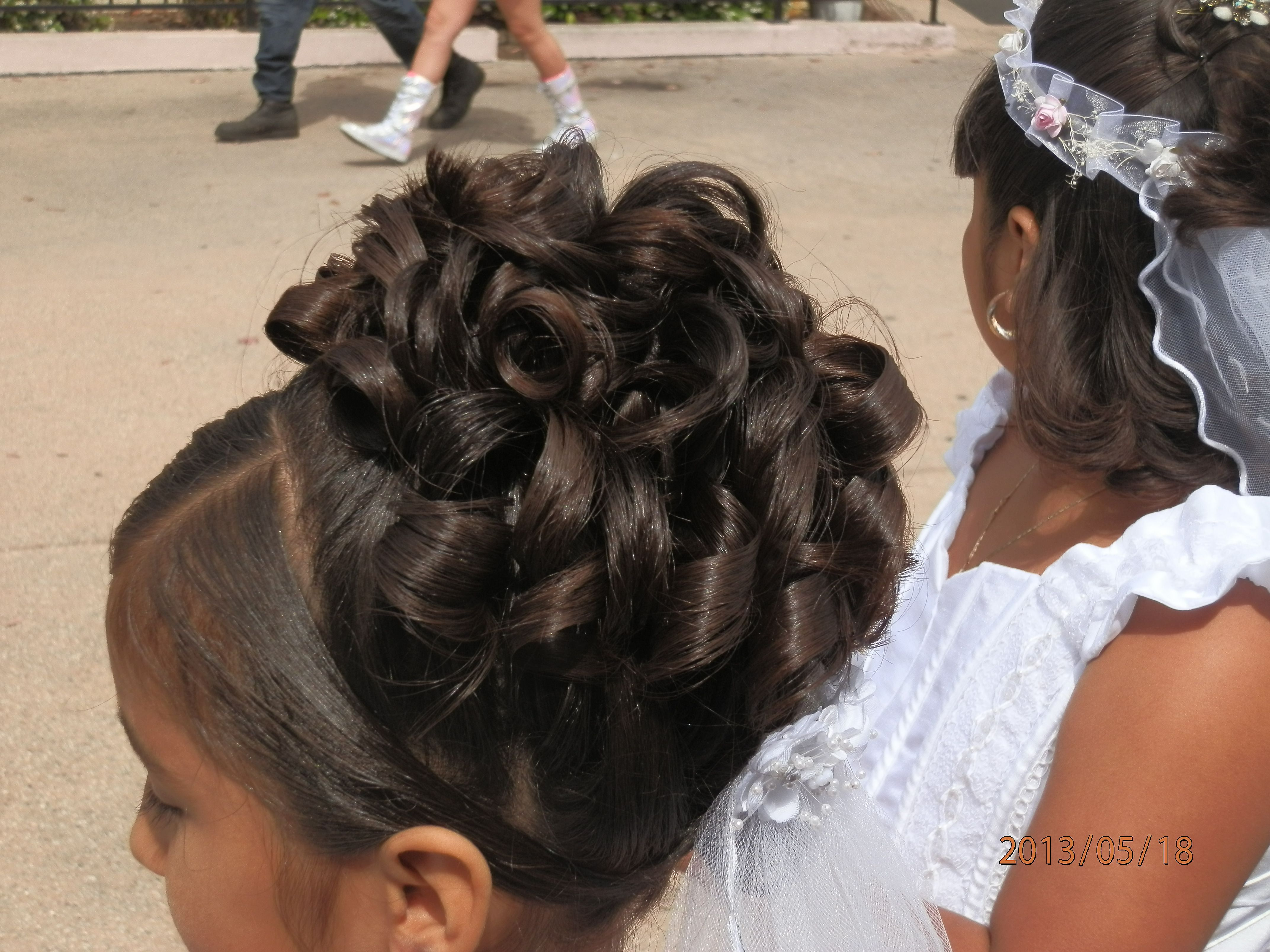 Curl Up Do That I Made On My Daughter For Her First Communion Hairstyle Hairst First Communion Hairstyles Flower Girl Hairstyles Updo Flower Girl Hairstyles
