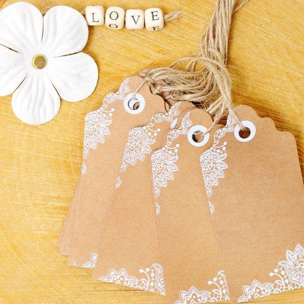 Etiquetas kraft con dibujo de flores blancas