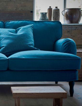 gros plan d 39 un canap trois places rev tu d 39 une housse turquoise d co meubles pinterest. Black Bedroom Furniture Sets. Home Design Ideas