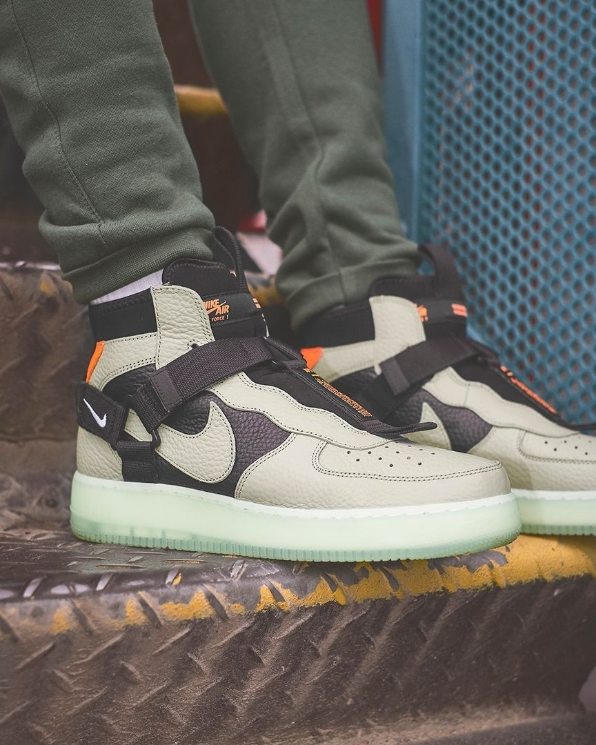 NIKE Air Force 1 Utility MID Sneakers