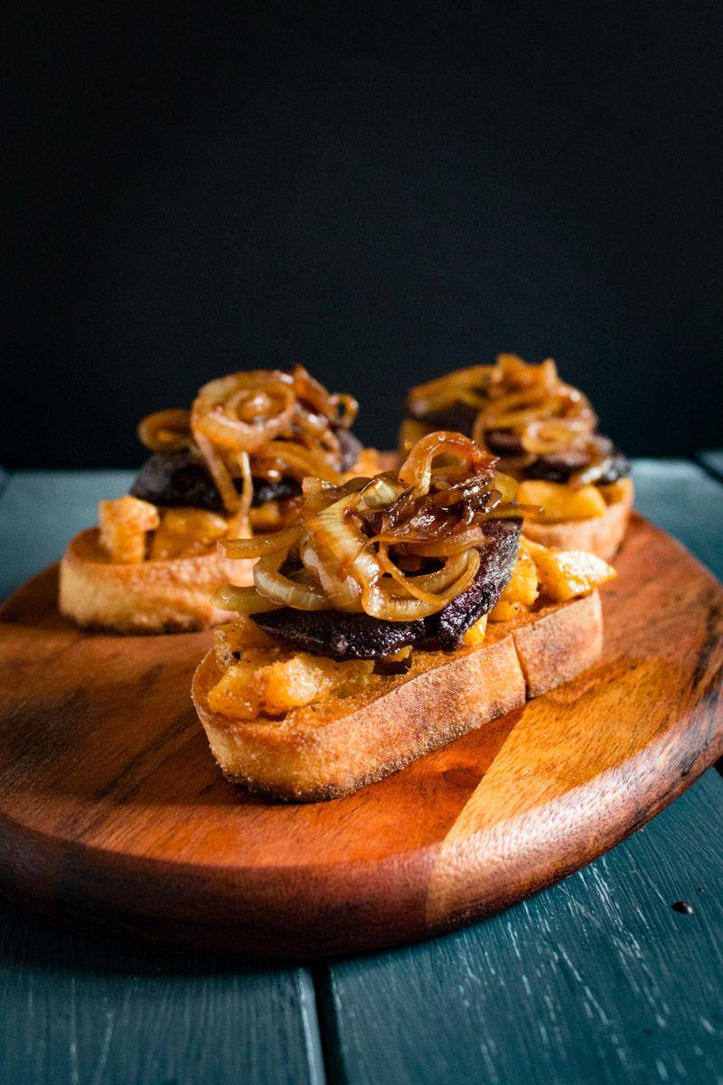 crostini mit blutwurst apfel und schmorzwiebeln rezept vorspeisen snacks starters. Black Bedroom Furniture Sets. Home Design Ideas