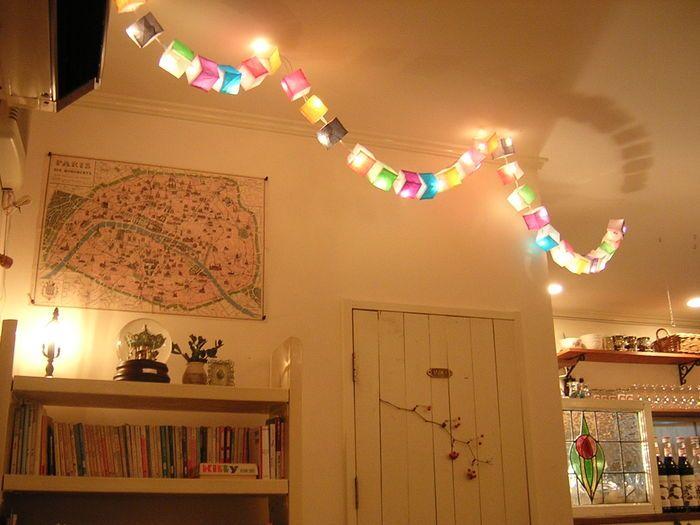 このようにお部屋の天井を飾っても素敵です 天井に映るライトの影を