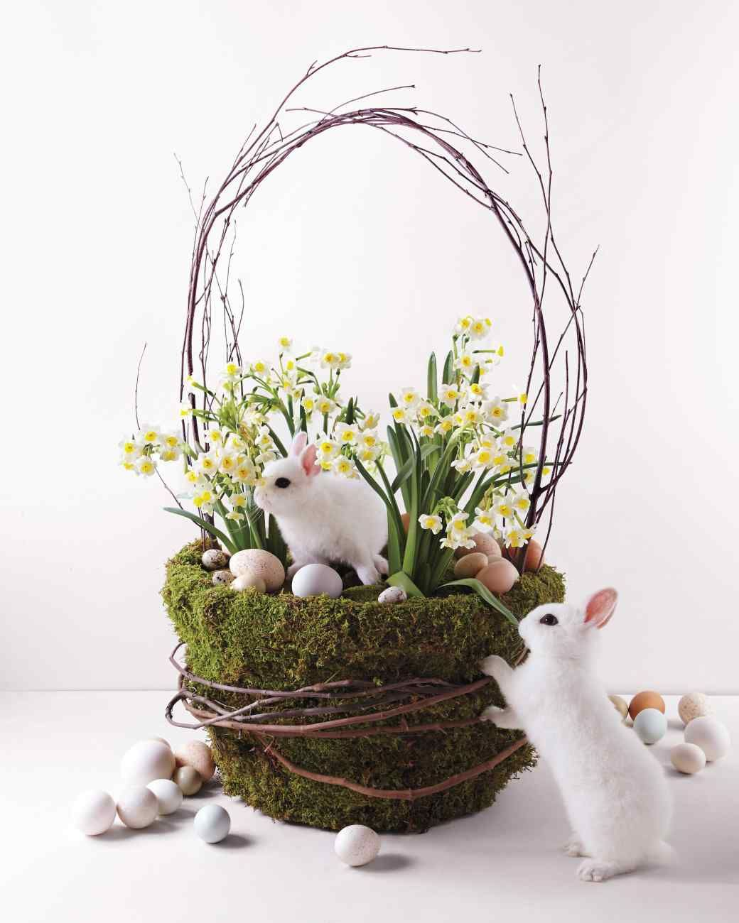 Basket Of Bulbs Easter Inspiration Fun Easter Decorations Easter Diy