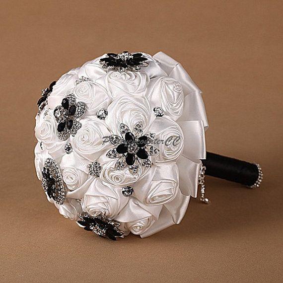 Luxury White Roses Wedding Bouquet Rhinestone di PrettyencounterCC