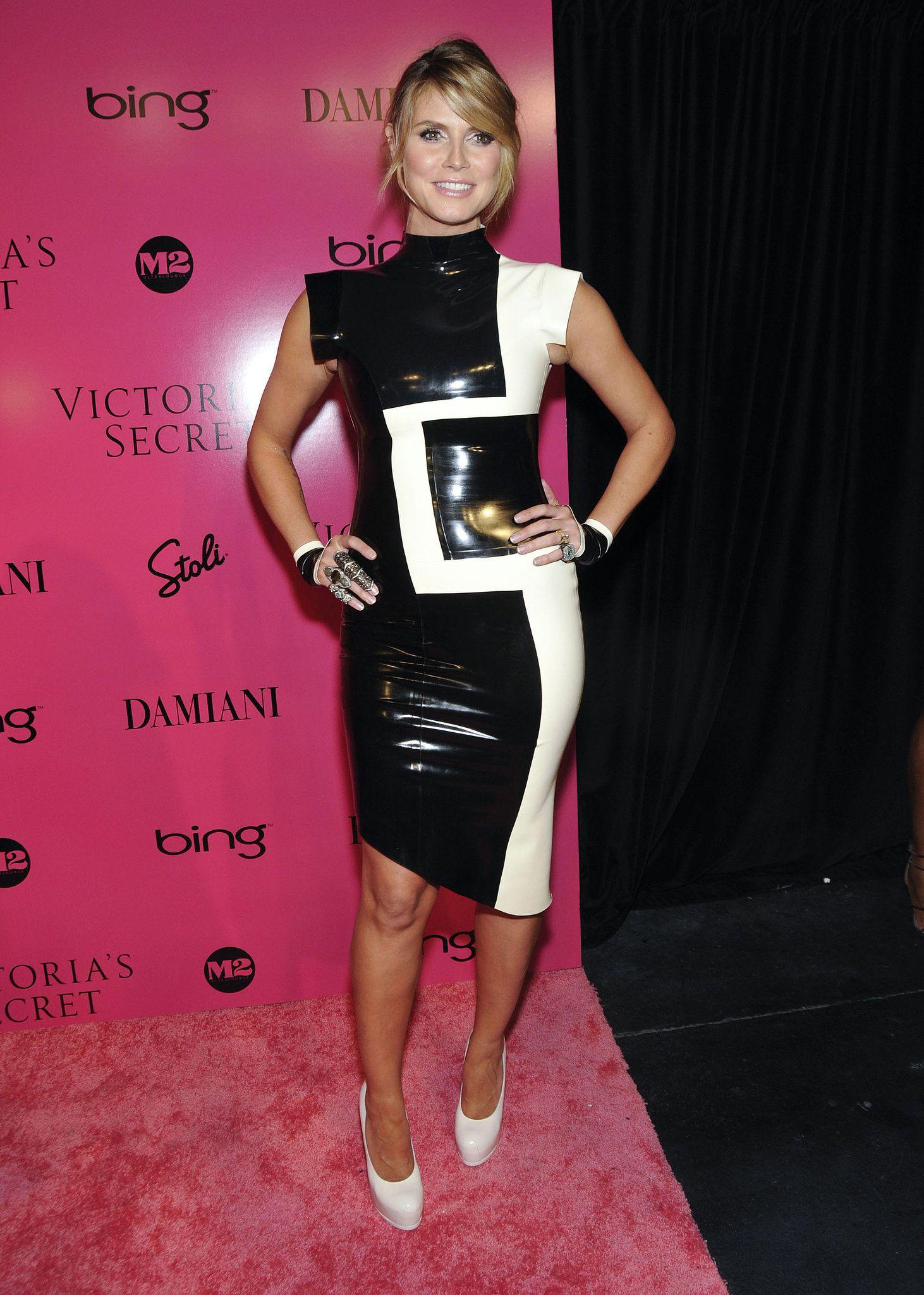 Black dress victoria secret - Heidi Klum In A Latex Dress At The 2009 Victoria S Secret Fashion Show