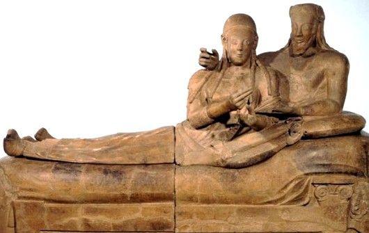 Sarcofago degli Sposi, ca 520 a.C. Terracotta. Da Cerveteri, Roma. Museo Nazionale di Villa Giulia, Roma.