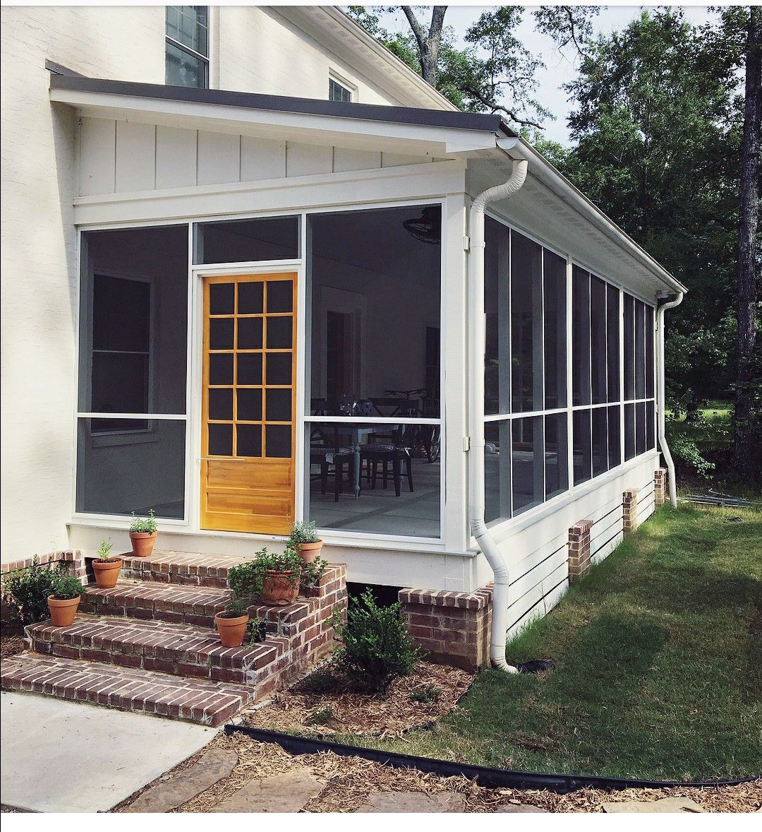 Just how To Style A Sleeping Porch: Color Styles, Concepts & Accents #sideporch