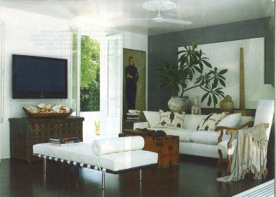 simply natural: love the corner with flower pot and white backdrop in contrast to the grey wall.