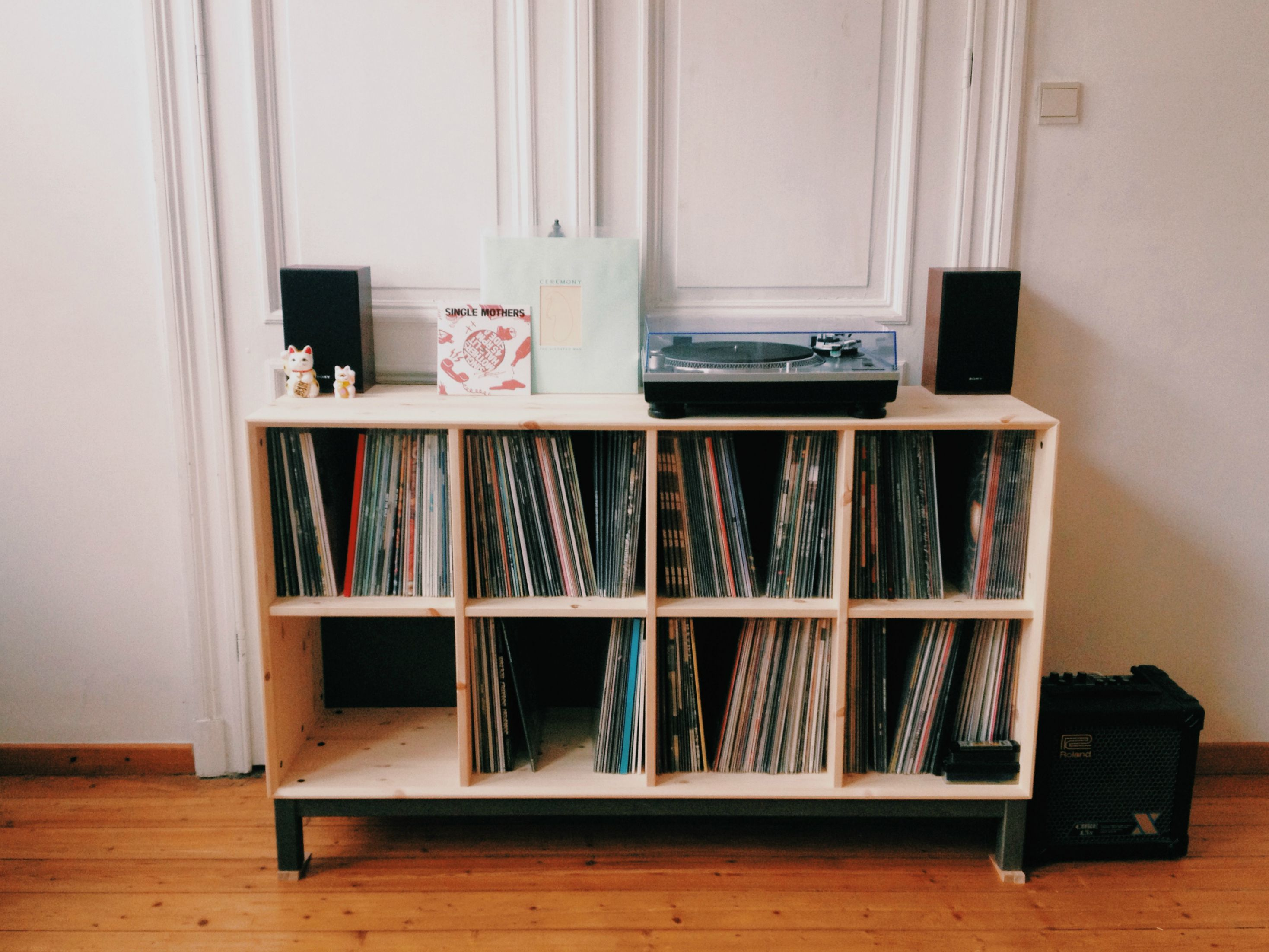 Range Vinyle Ikea I Just Moved Here S My New Setup In 2019 Decor Ikea Vinyl