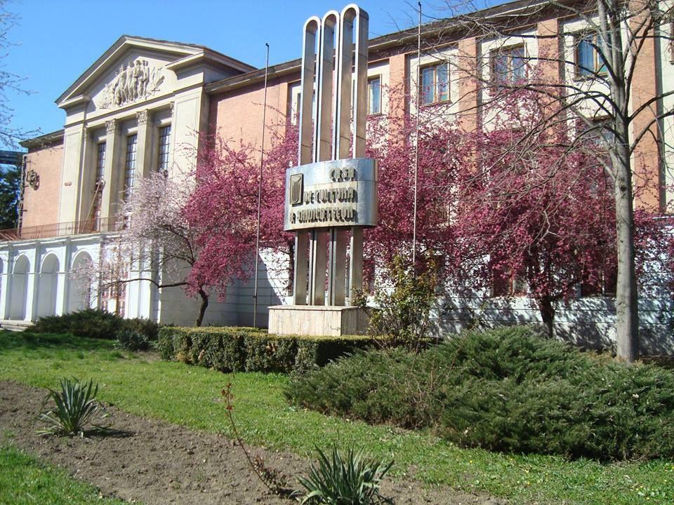 """""""Reşiţa în 10 dimensiuni"""" este o manifestare culturală organizată de Casa de Cultură a Sindicatelor Reşiţa, în perioada 10 - 19 octombrie."""