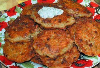 Aardappel-rösti-rondjes  met champignons en ui.