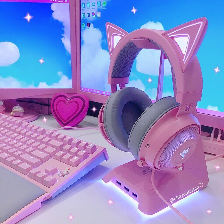 Crystal On Instagram Happy Friday Everyone I Feel So Lucky To Present The New Headset By Razer Razer Sent Me Gamer Room Decor Kawaii Room Gamer Room