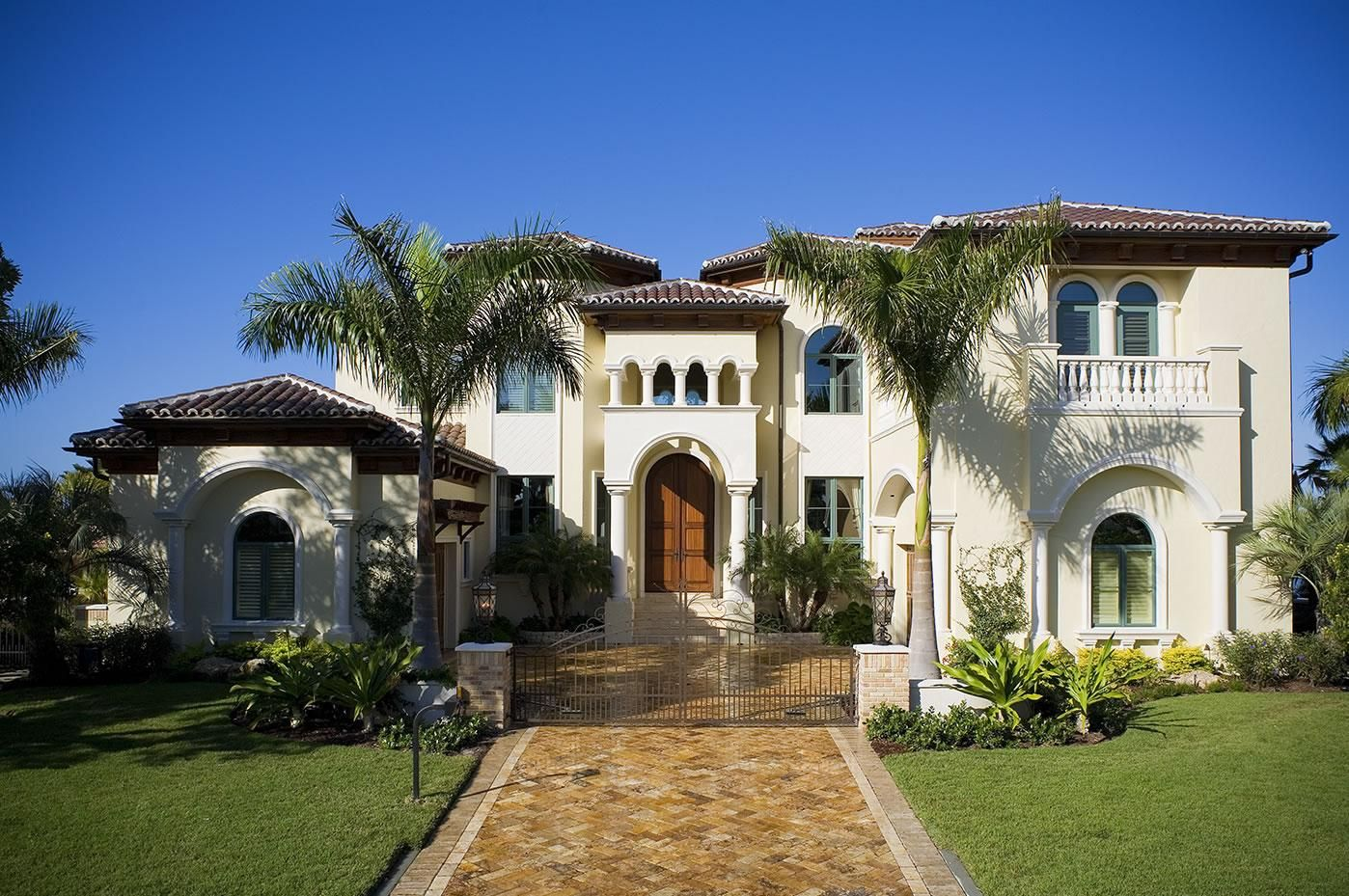 Mediterranean style homes mediterranean landscaping for Luxury home exteriors