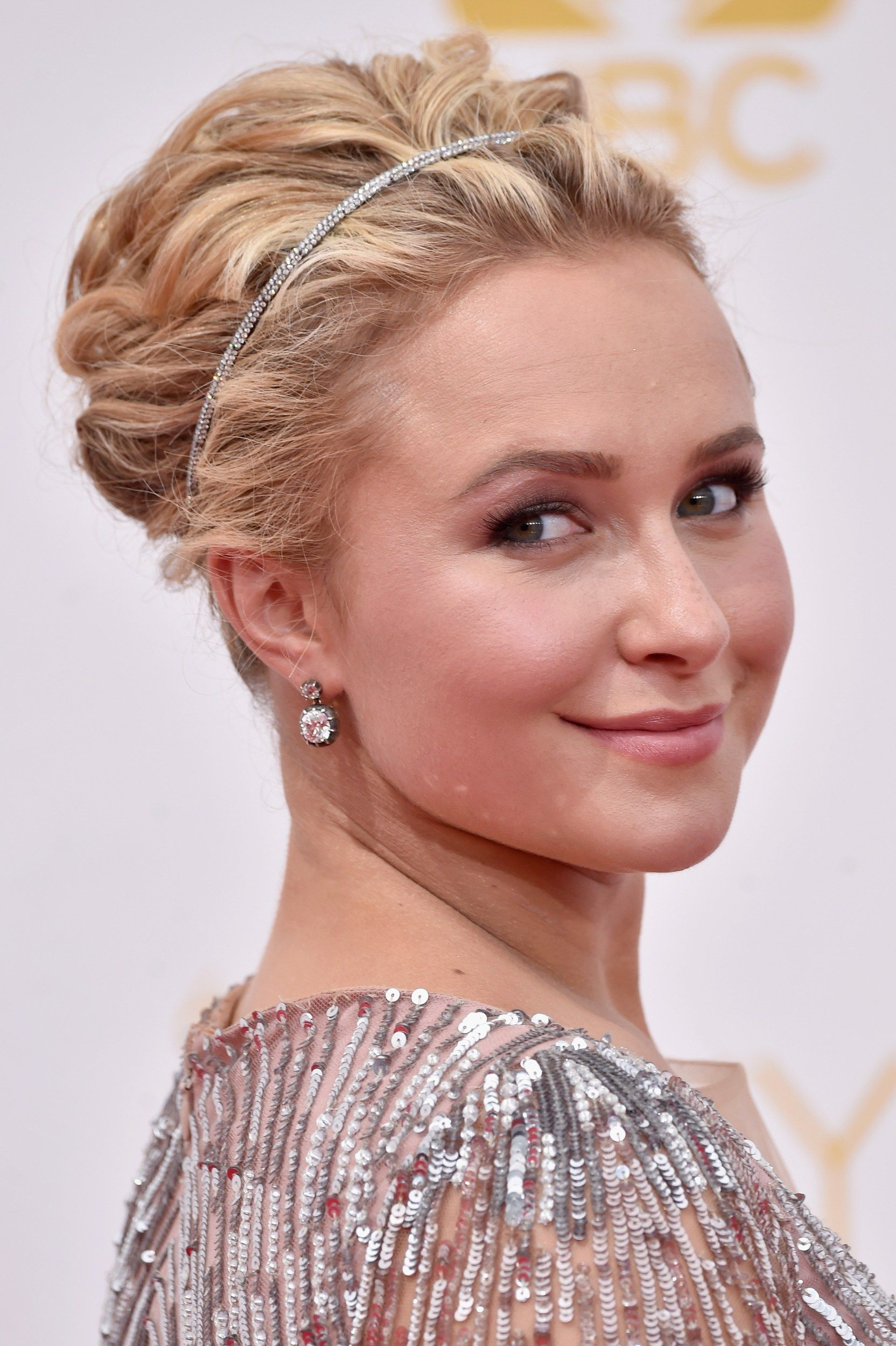 Hayden+Panettiere+wavy+updo+for+short+hair