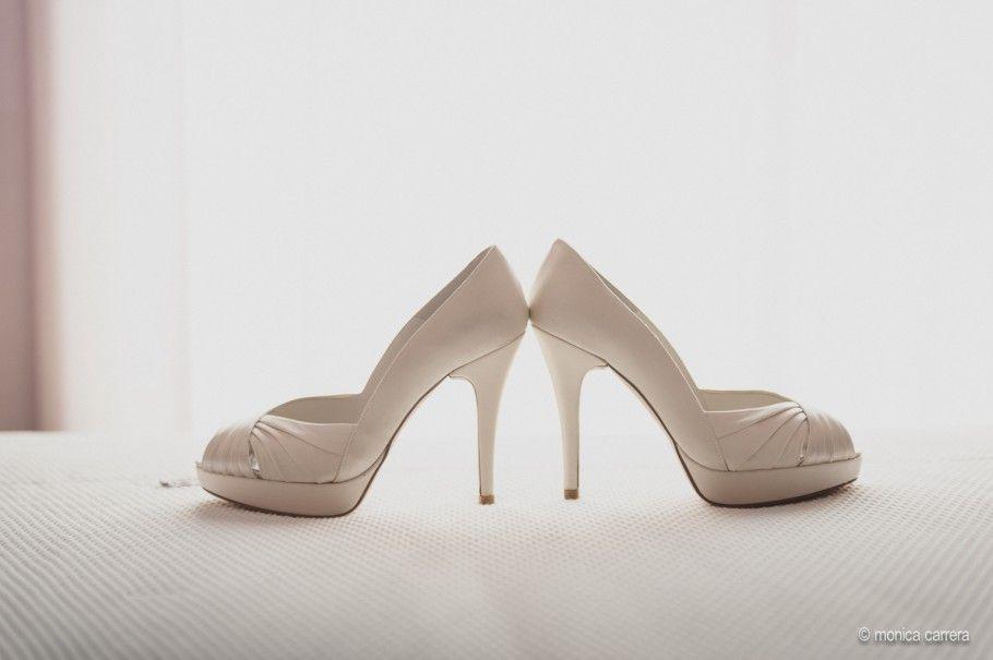 www.monicacarrera | zapatos novia-fotografo de boda-monica