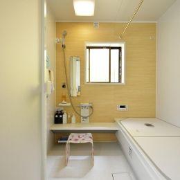 S邸 解放感 吹き抜けのある家の部屋 明るいバスルーム