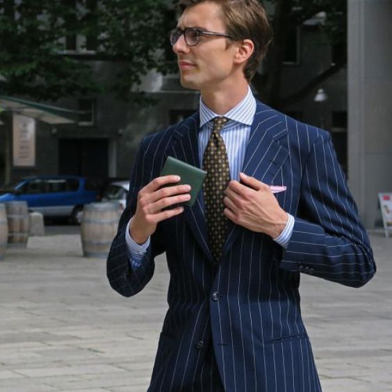 shibumiberlin Niels with our Green Leather Wallet Brown 7Fold Tie and WhitePink Pocket Square A compact slim wallet perfect for your inner pockets ibumi